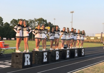 Photo depicting 2017 Varsity Cheerleaders